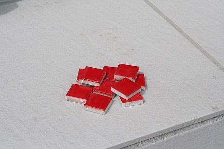 赤いモザイクタイル