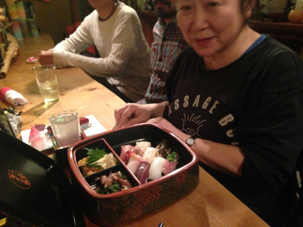 寿司食う女