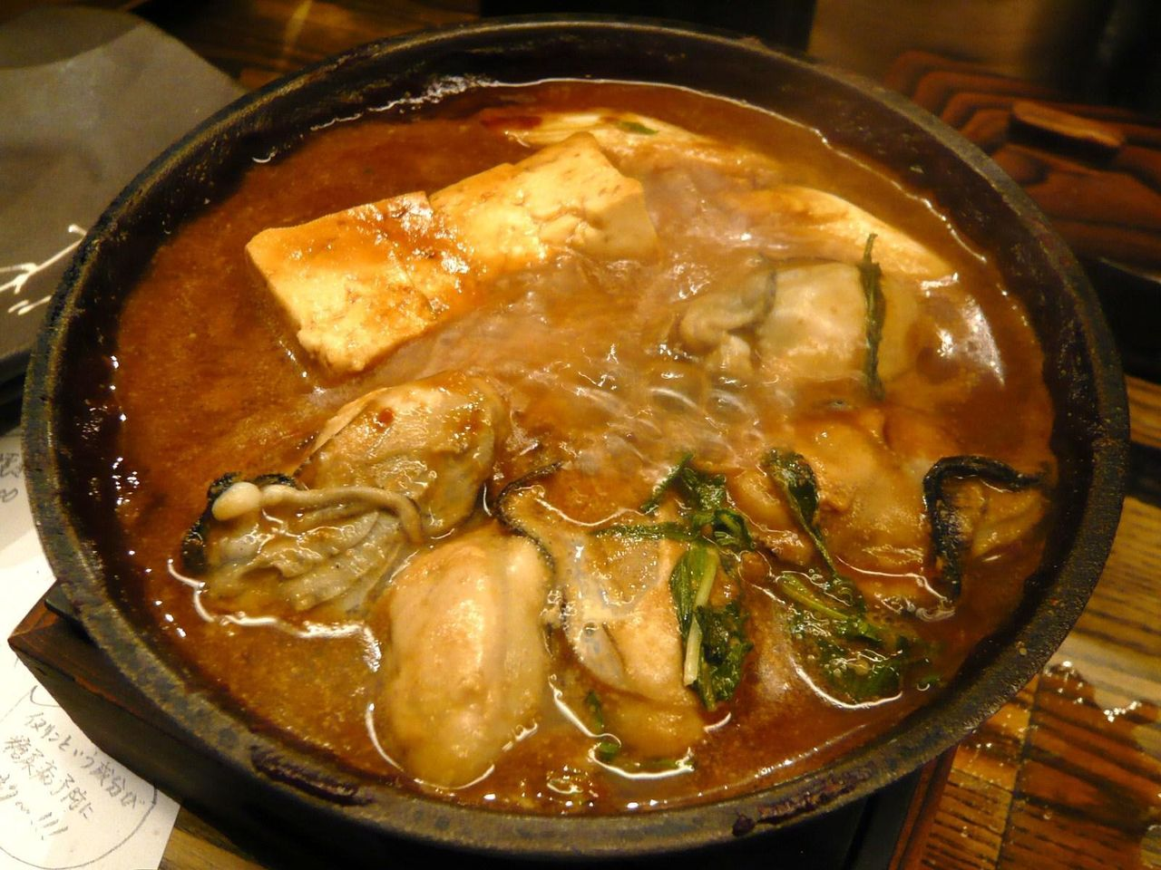 黒味噌で煮込まれた牡蠣が旨い!黒味噌どて焼き980円