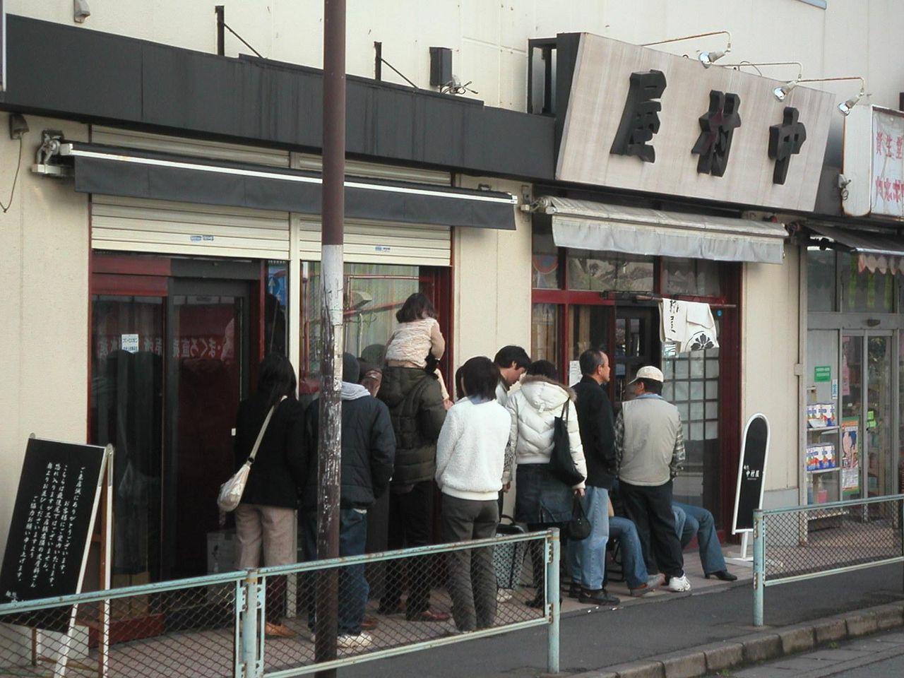 お店の前に行列15人