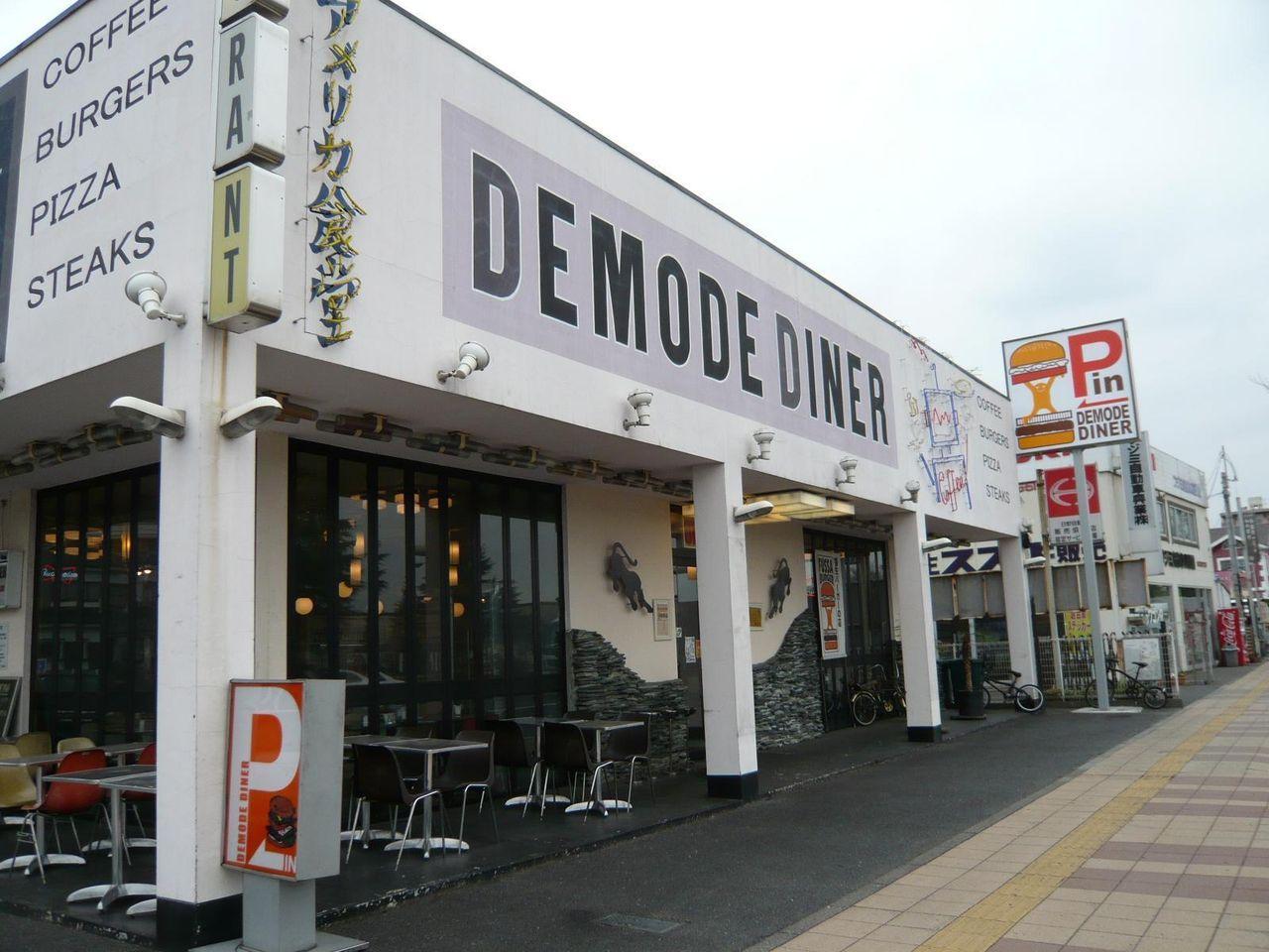 横田基地の向かいにある、本格アメリカンレストラン!