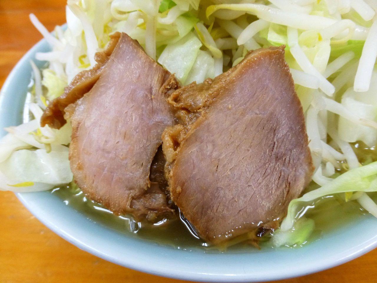 豚は脂身がなく、パサパサで少ししょっぱい味付け!