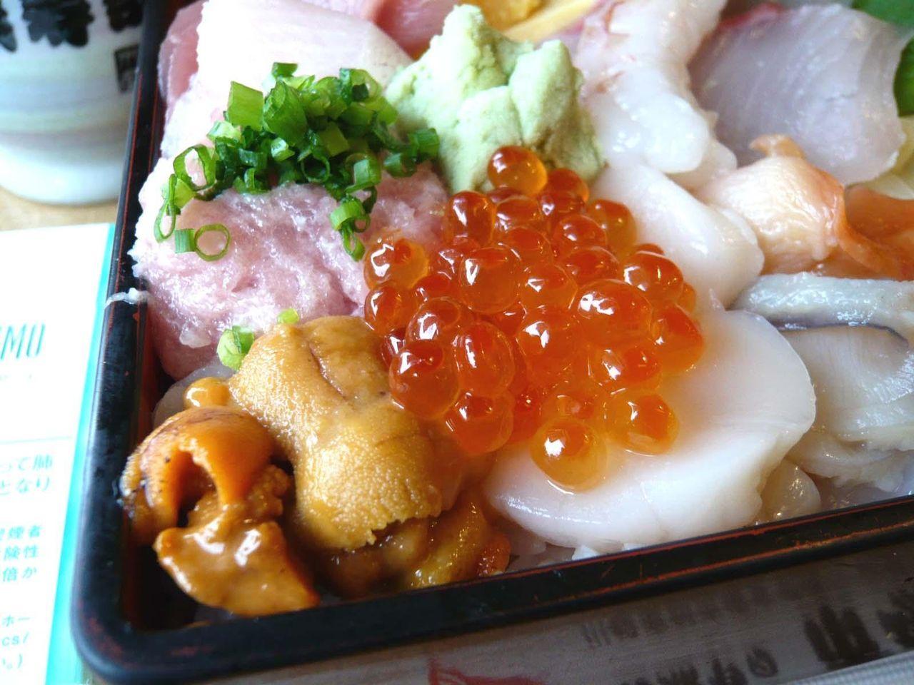 市場の寿司は、ネタも新鮮です!