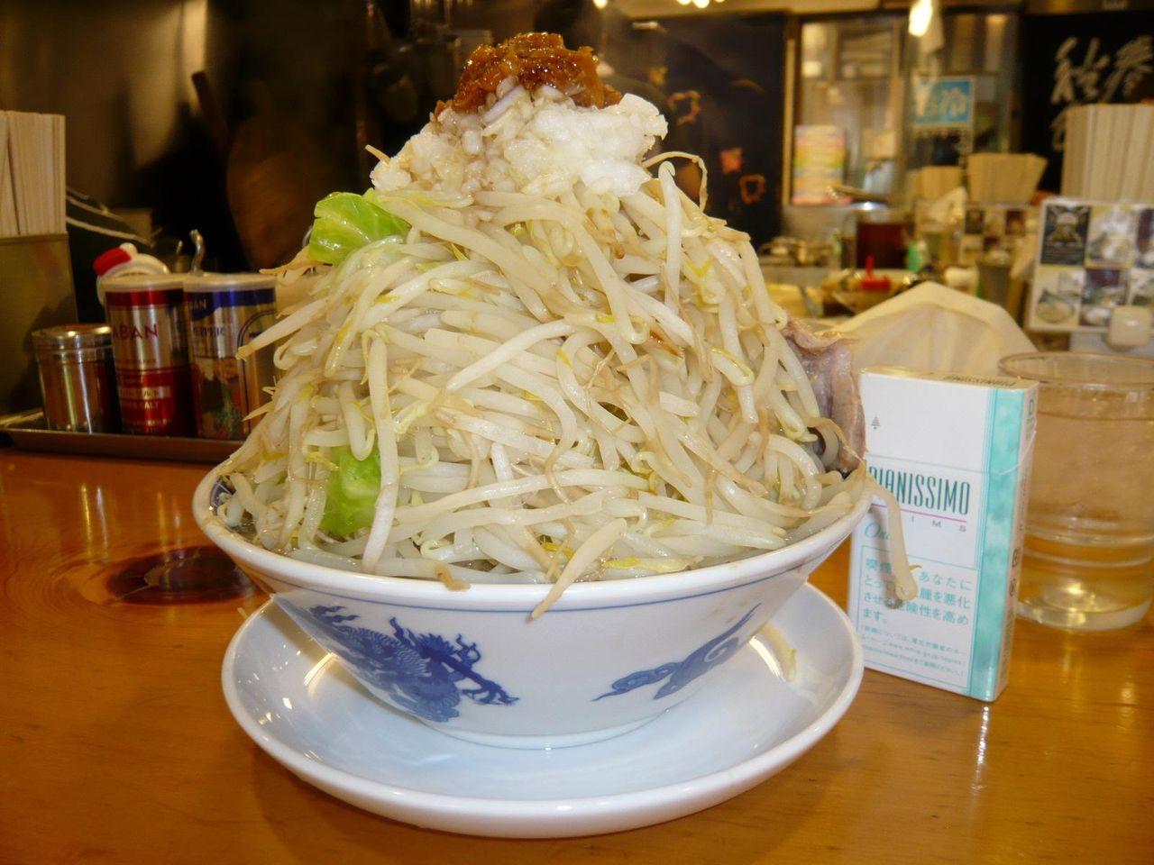 何じゃこりゃ〜!ラーメン(野菜増し)700円