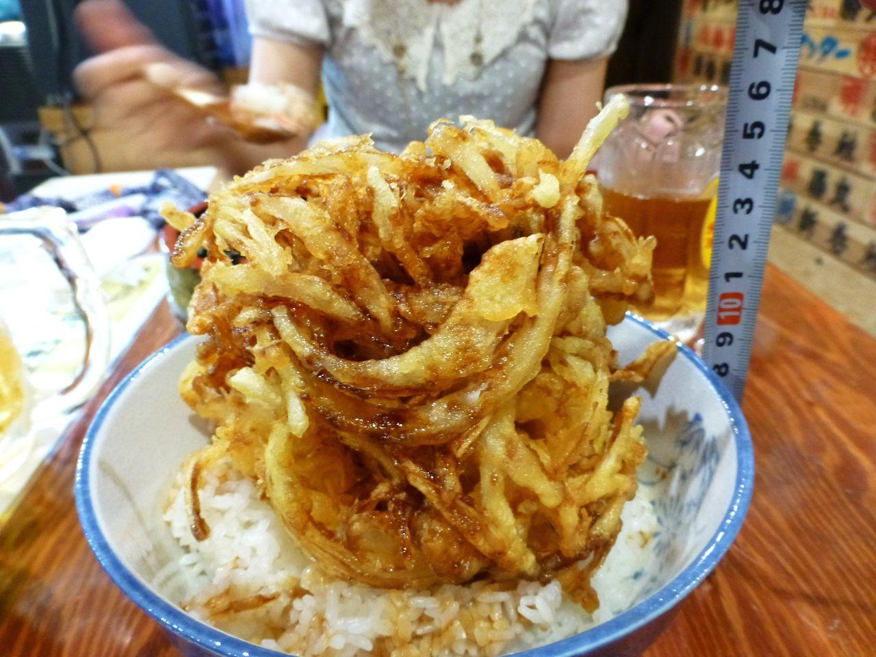 大漁かき揚げ丼の高さは・・・な・なんと17センチ!