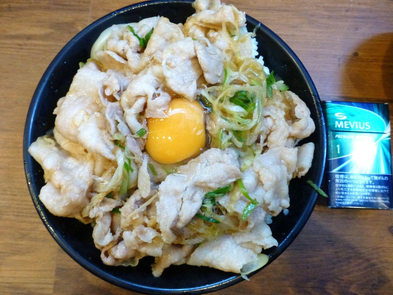 生姜丼は、直径18センチの丼を使用!
