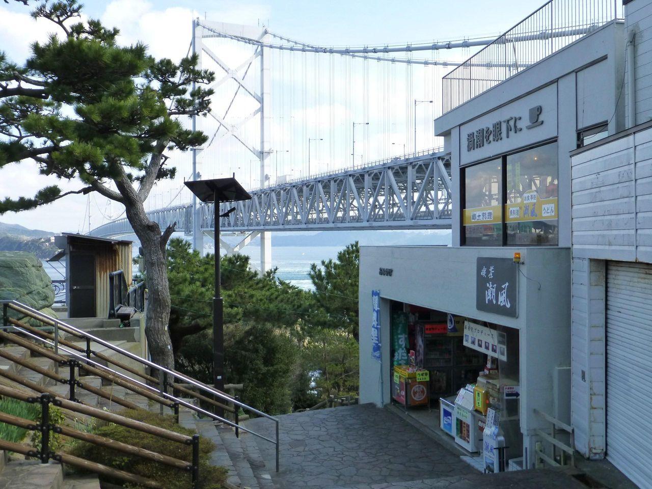 鳴門公園千畳敷にある喫茶潮風(2階)