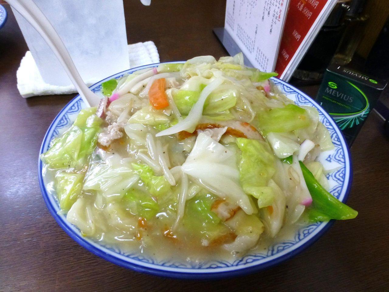 どひゃ〜、すごいボリューム!太麺皿うどん大盛900円!