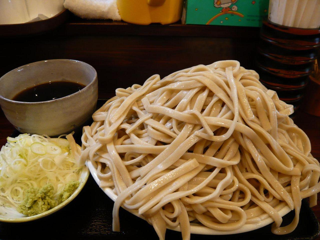 もりそば大盛(1キロ、太麺)800円