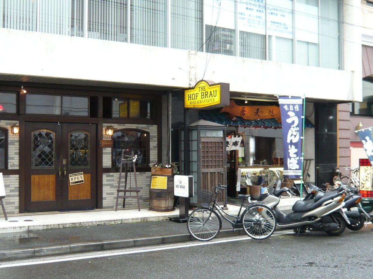ホフブロウの隣には、富士山盛りで有名な味奈登庵が・・・