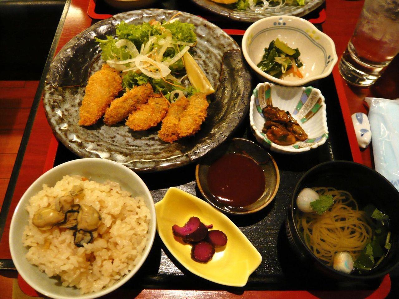 かきフライ定食1,300円(かきご飯おかわり自由)