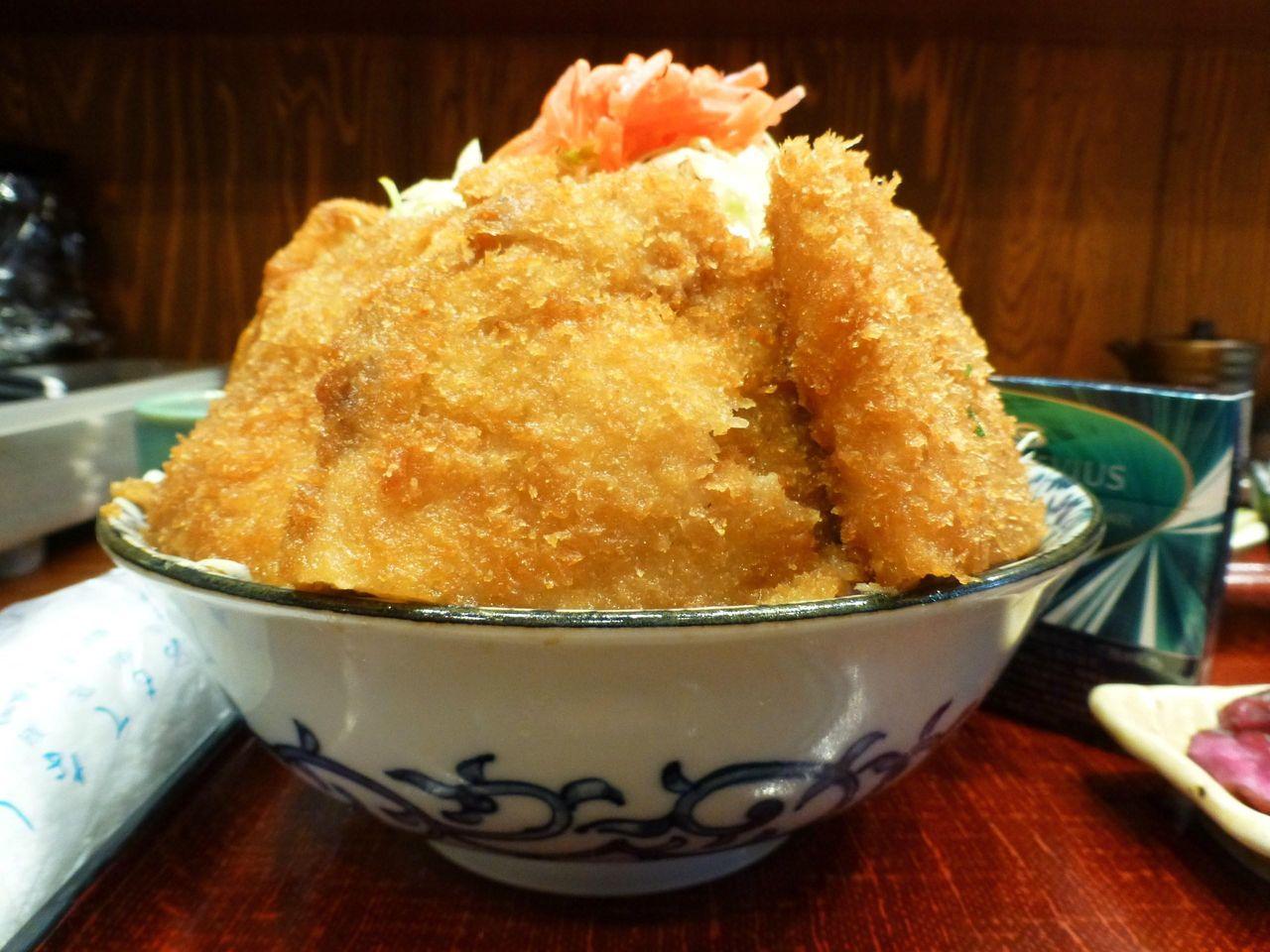 水天宮前の「ぽん太」で、デカ盛りソースカツ丼!