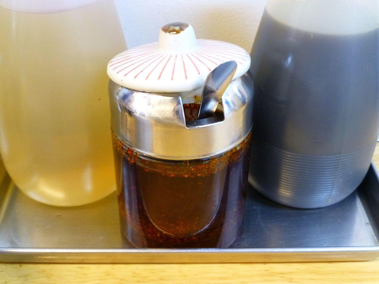 卓上に用意された激辛の自家製ラー油!