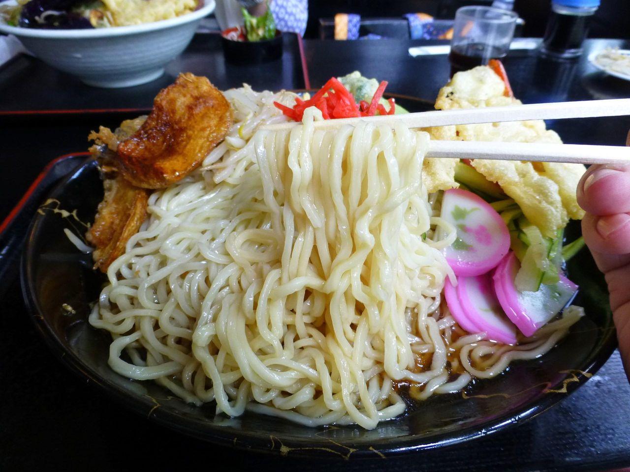 中太麺と甘酸っぱいつゆが良く合います!