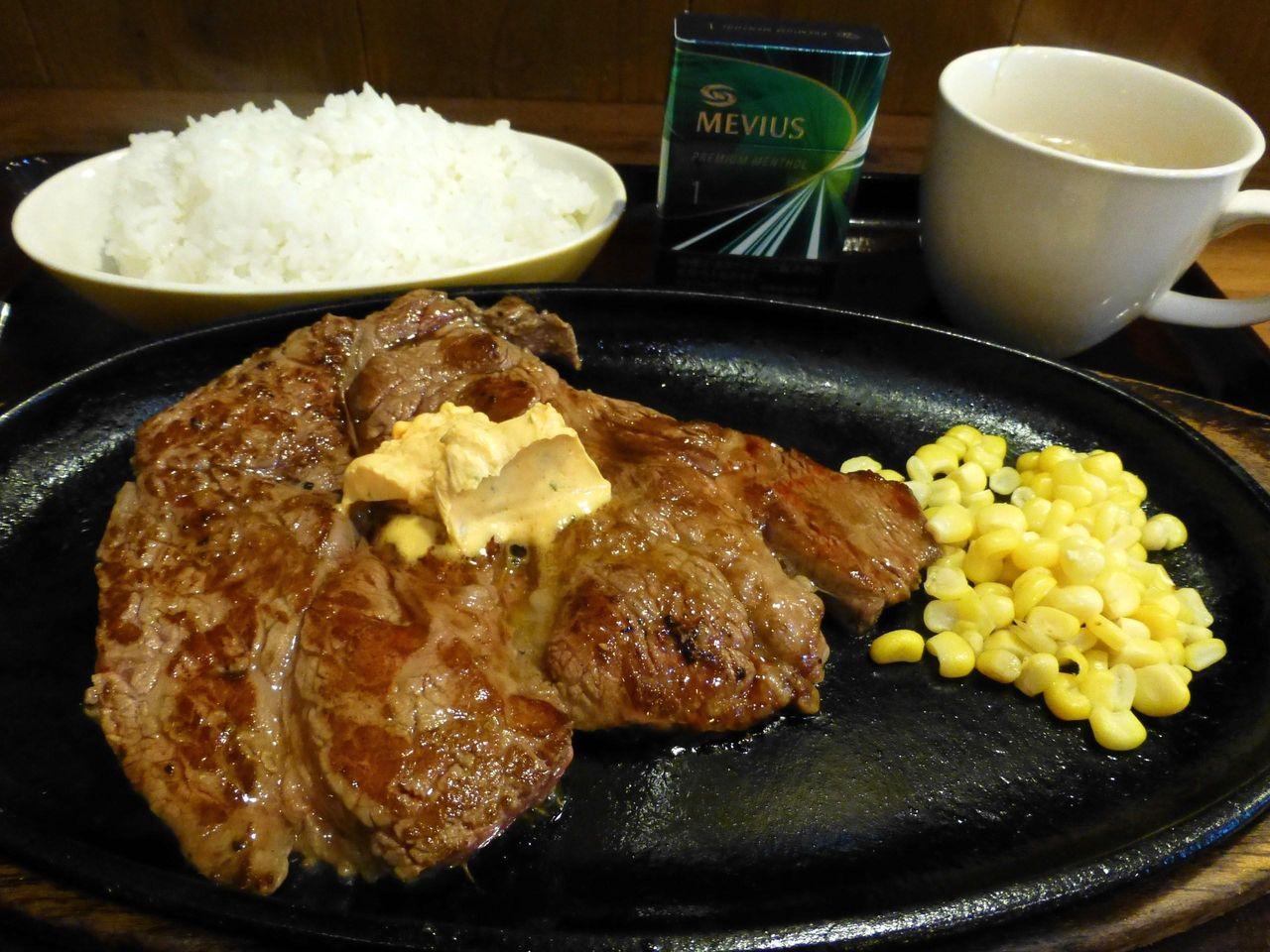 ビックビフテキ240グラム(ライス・スープ付)1,020円