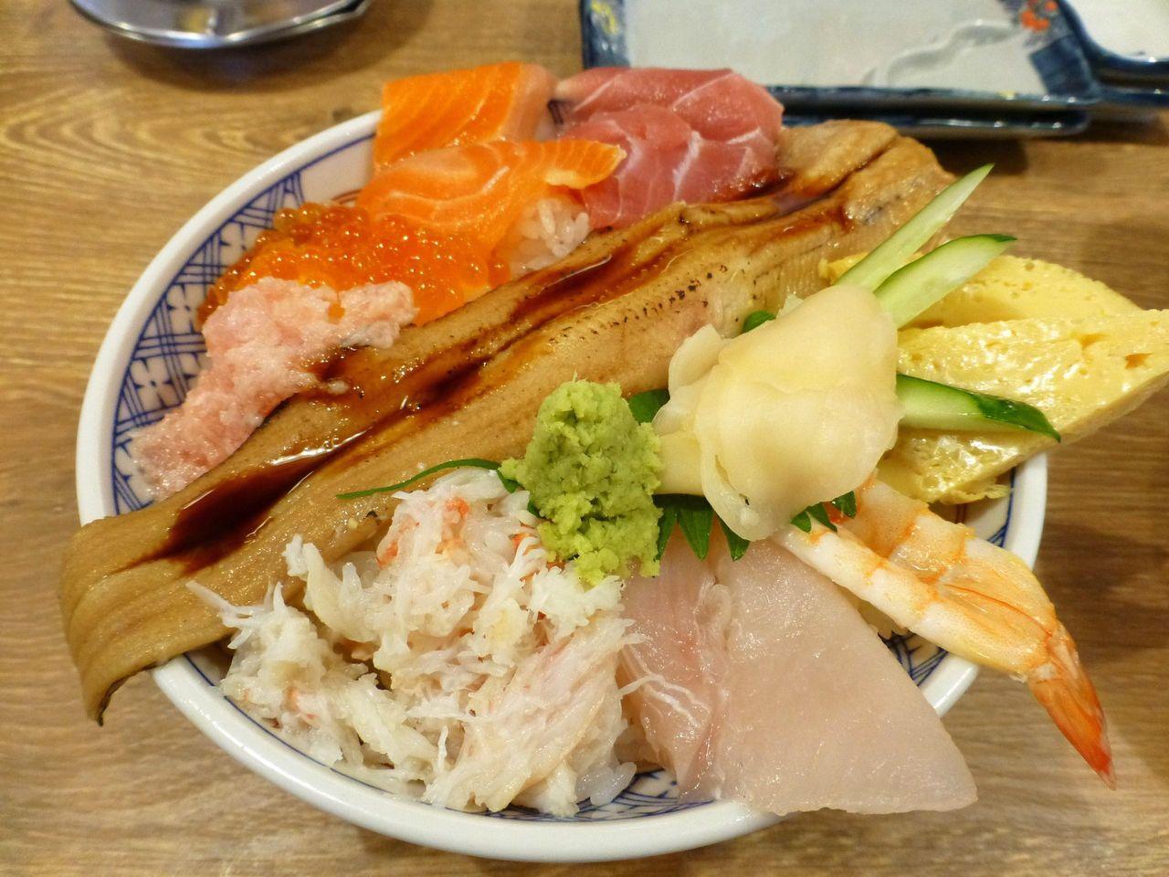 海鮮こぼれ丼大盛1,135円!