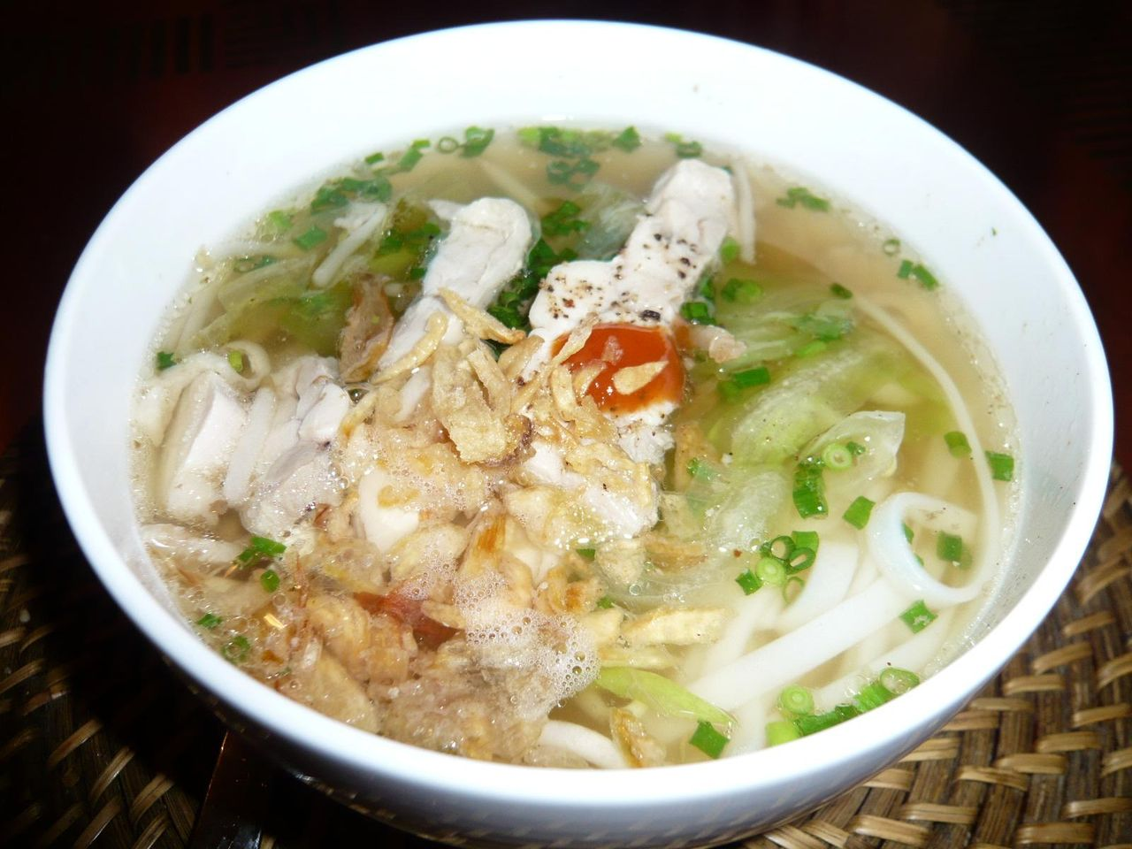 スープが絶品の旨さ!鶏・野菜入り温麺