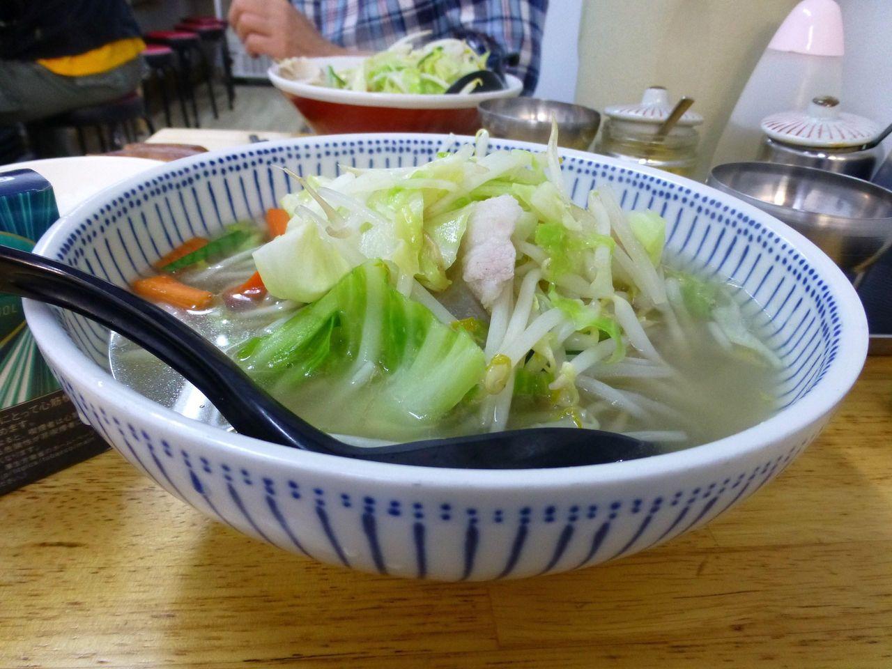 熱々の野菜とスープから湯気が立ち上ります!
