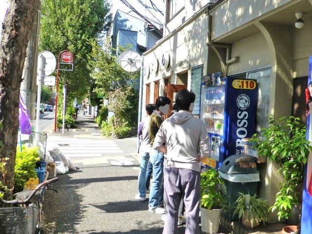 開店直後には行列ができる人気店です!