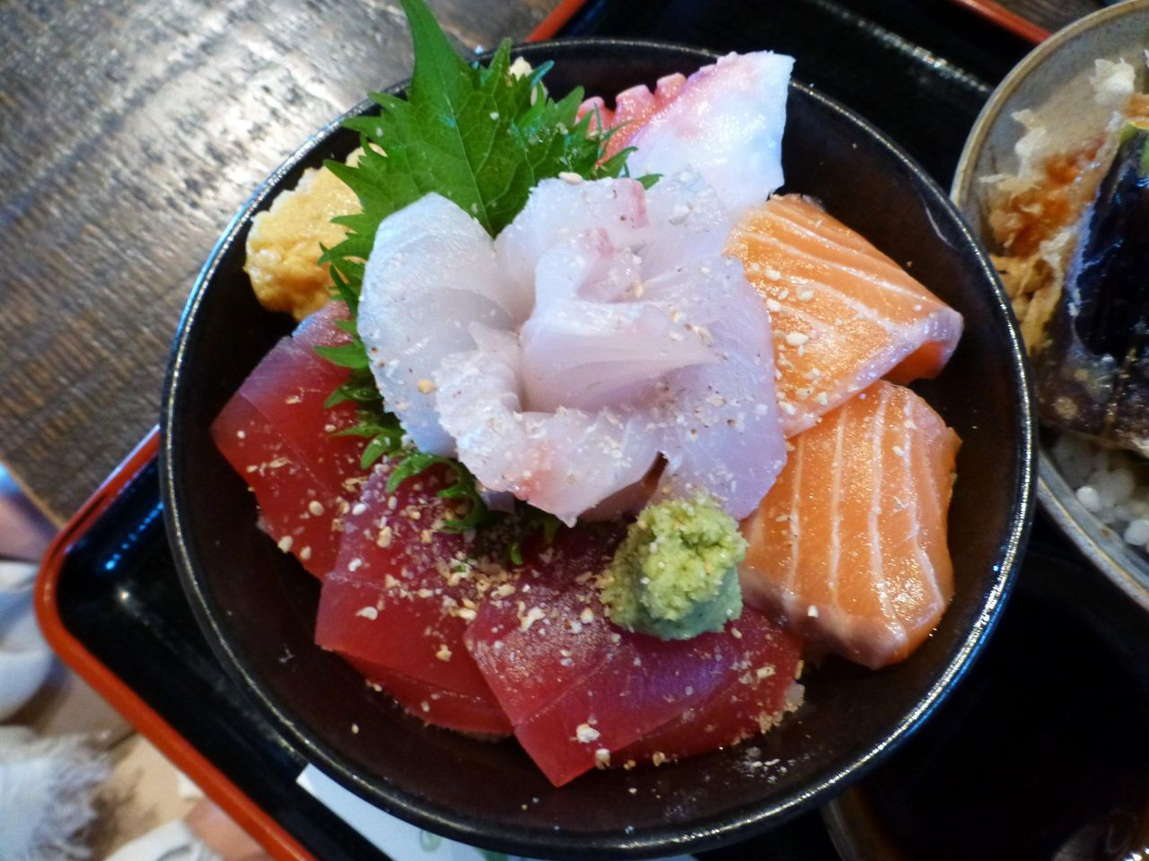 ネタが大きくて、見るからに美味しそう!海鮮丼(小)!
