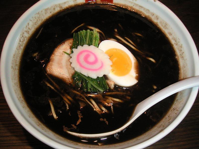 真っ黒なスープ!焦がし醤油(大盛無料)730円