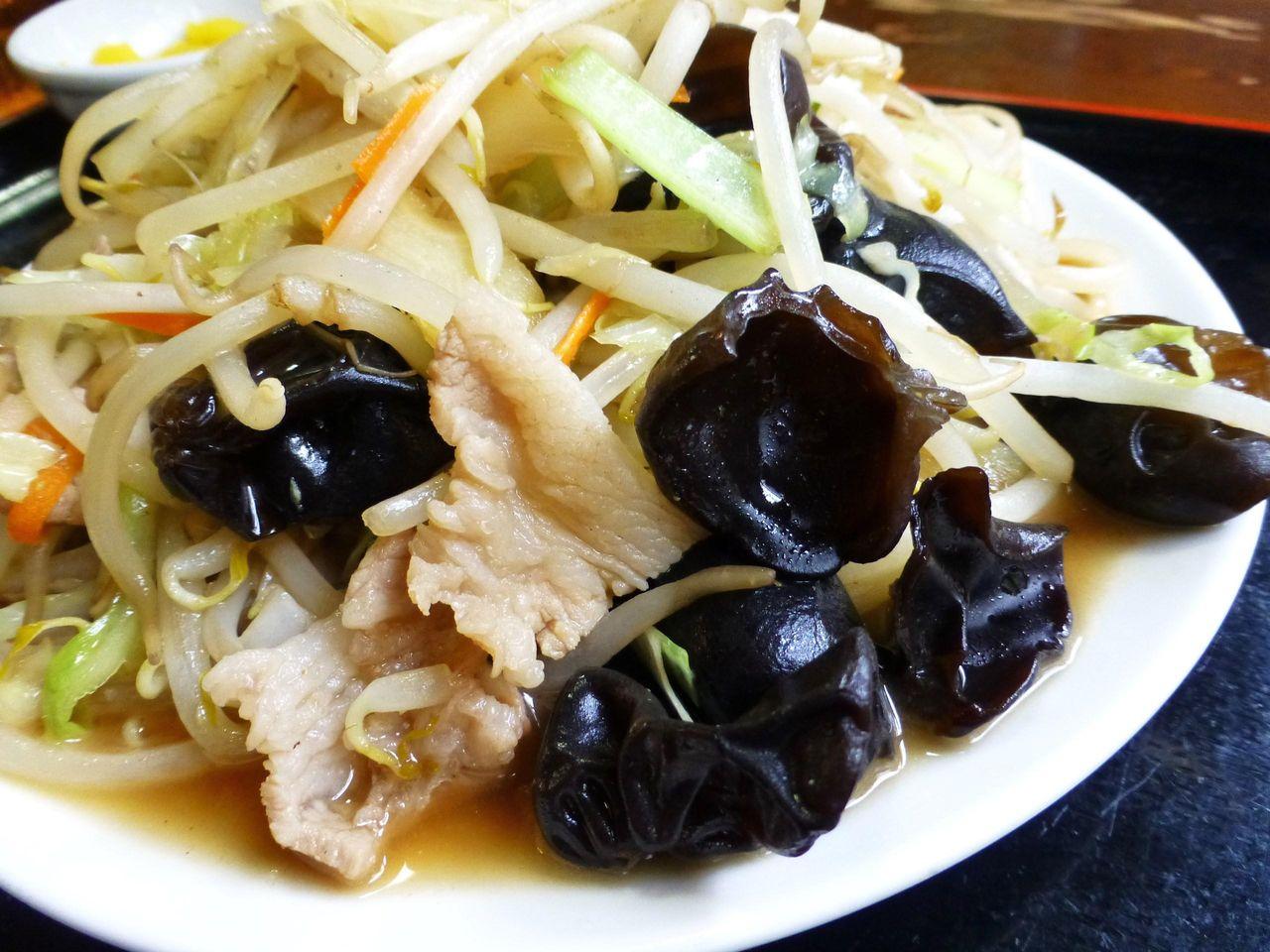 肉野菜炒めには、キクラゲがたくさん入っています!