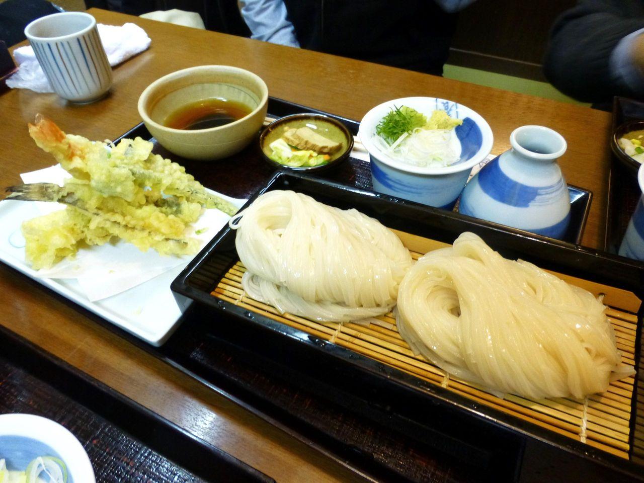 天せいろ醤油1,500円は、冷たい稲庭うどんに天ぷら付き!
