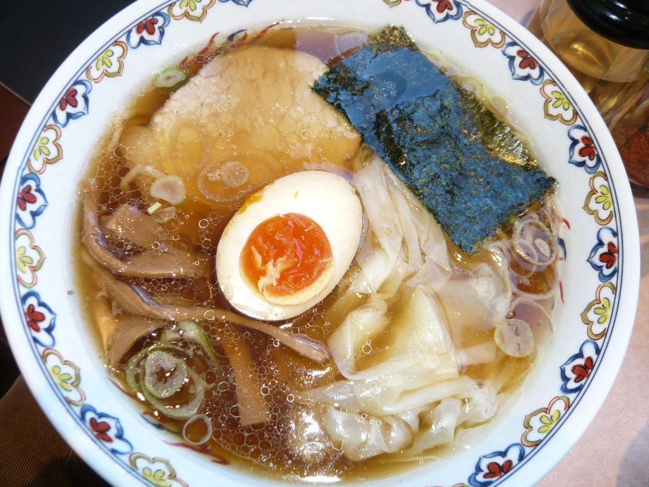 煮干の香りが食欲をそそります!特選中華そば950円
