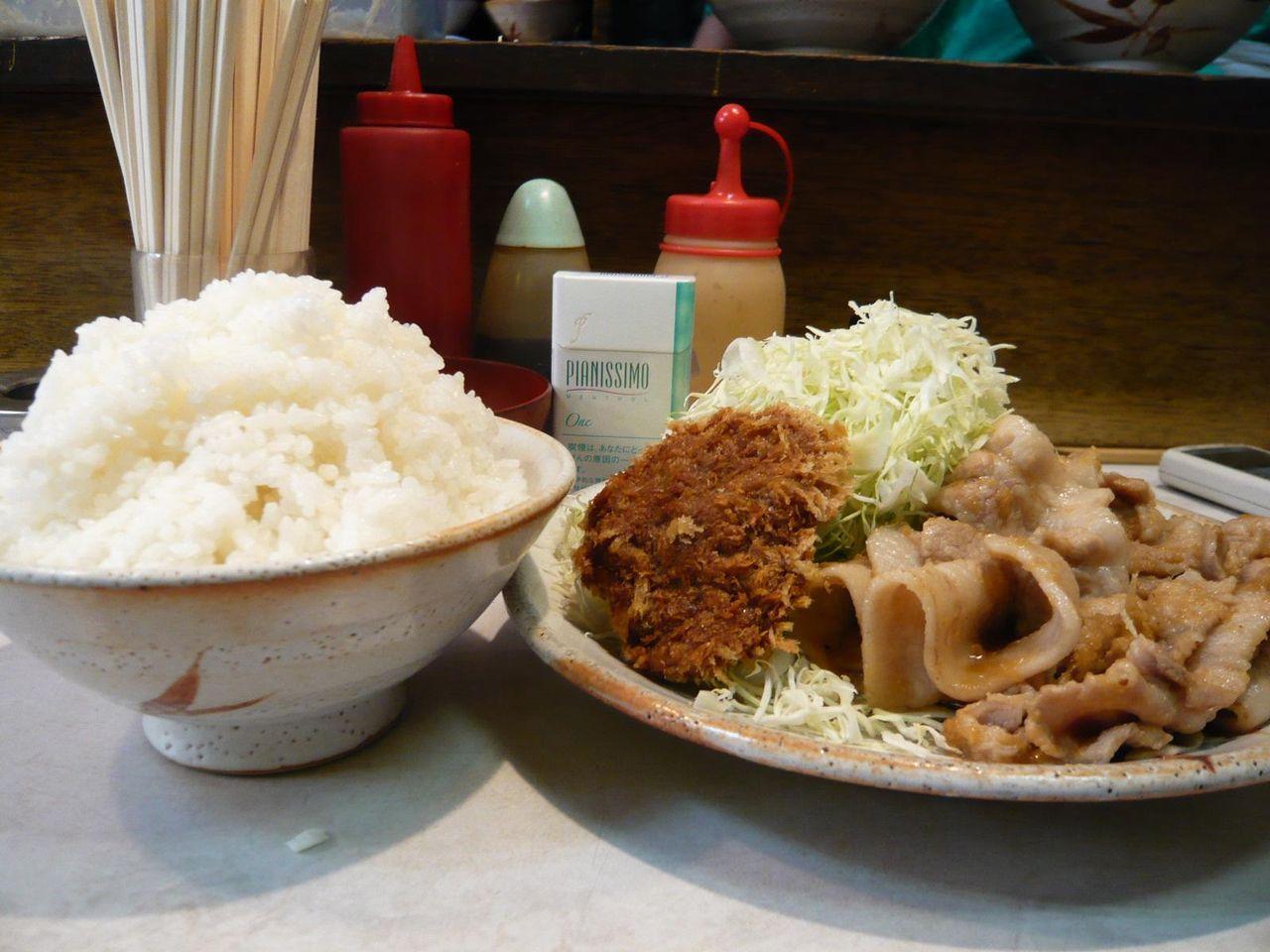 ご飯はセルフなので、日本昔話風に盛り付けてみました!