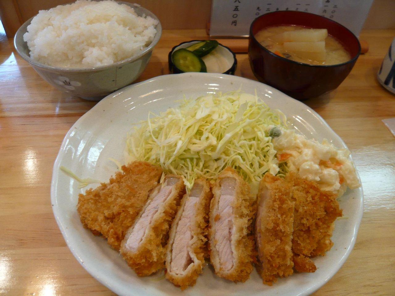カツランチ850円、ご飯大盛はサービスです!