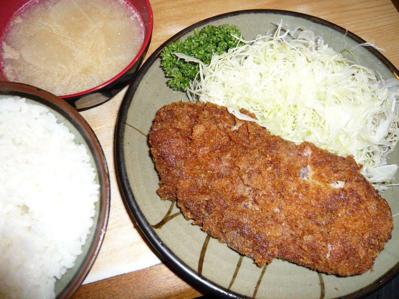 トンカツ定食850円(ご飯・とん汁お替り自由)