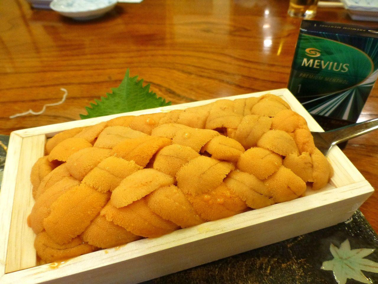 根室産のウニが、なんと箱ごと出てきた!ウニ3,000円!
