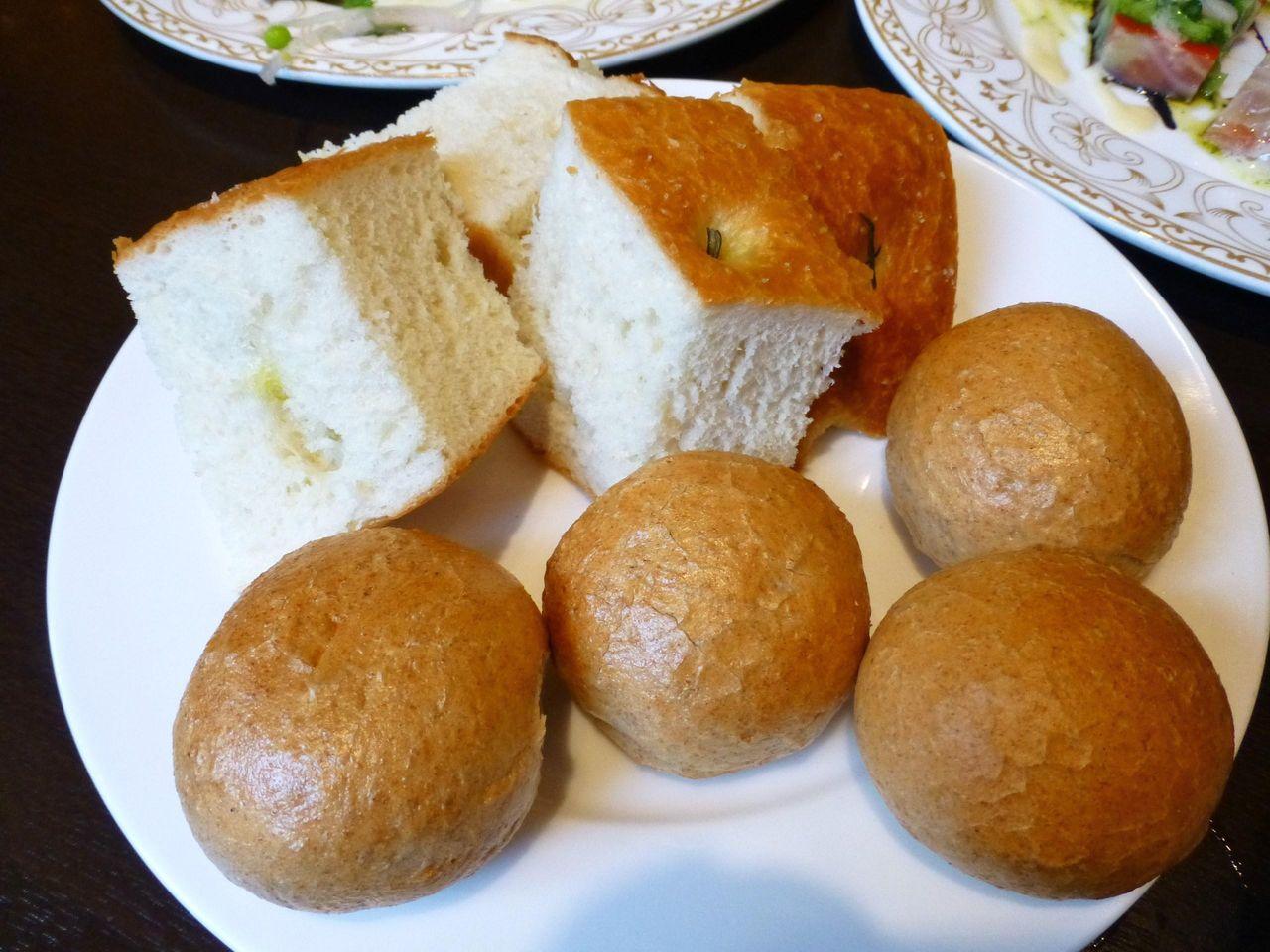 とても美味しい自家製パン2種類!