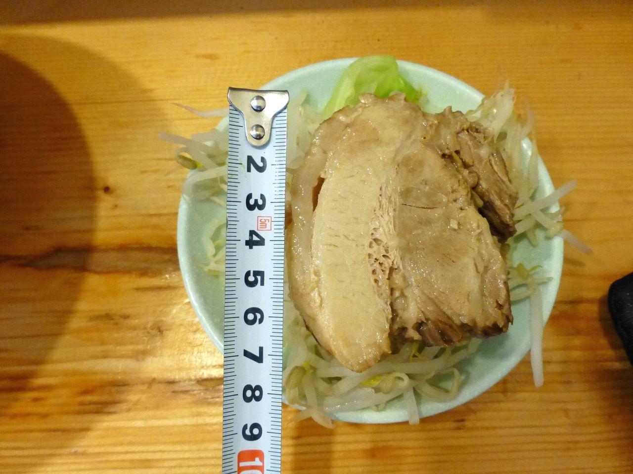 豚の直径7センチ×厚さ2.5センチ!