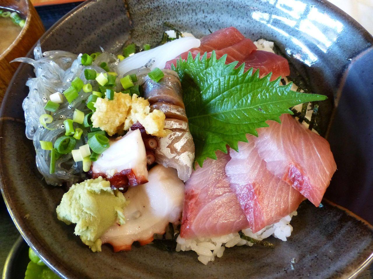 海鮮丼980円は、見るからに美味しそう!