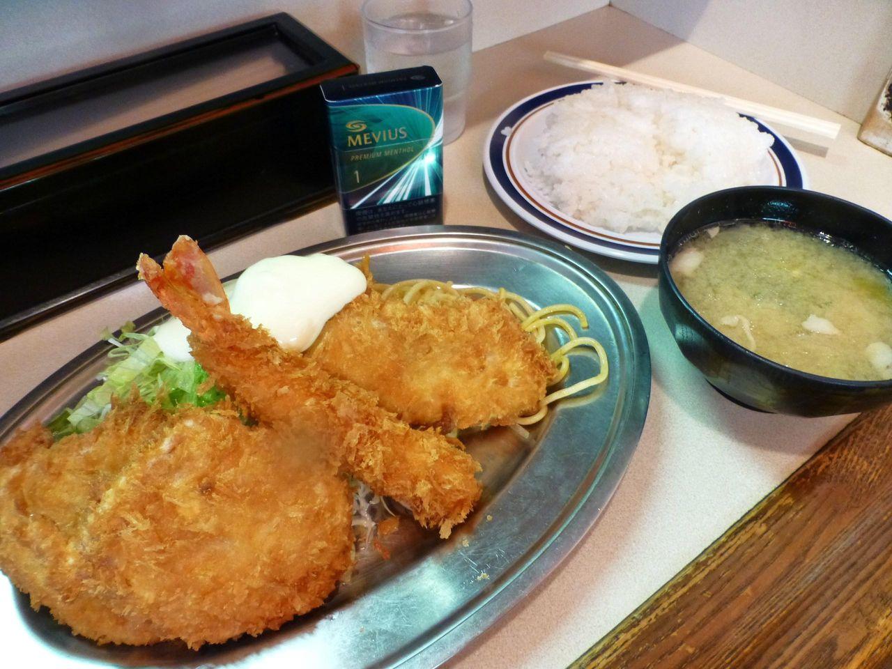 定食(ヒレカツ、海老フライ、鮭フライ)950円