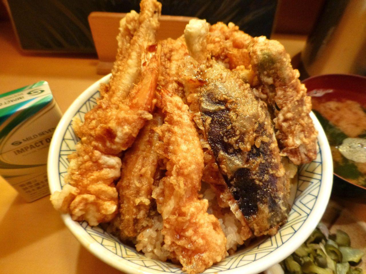 タレがしみ込んだ天ぷらは、見るからに旨そう!