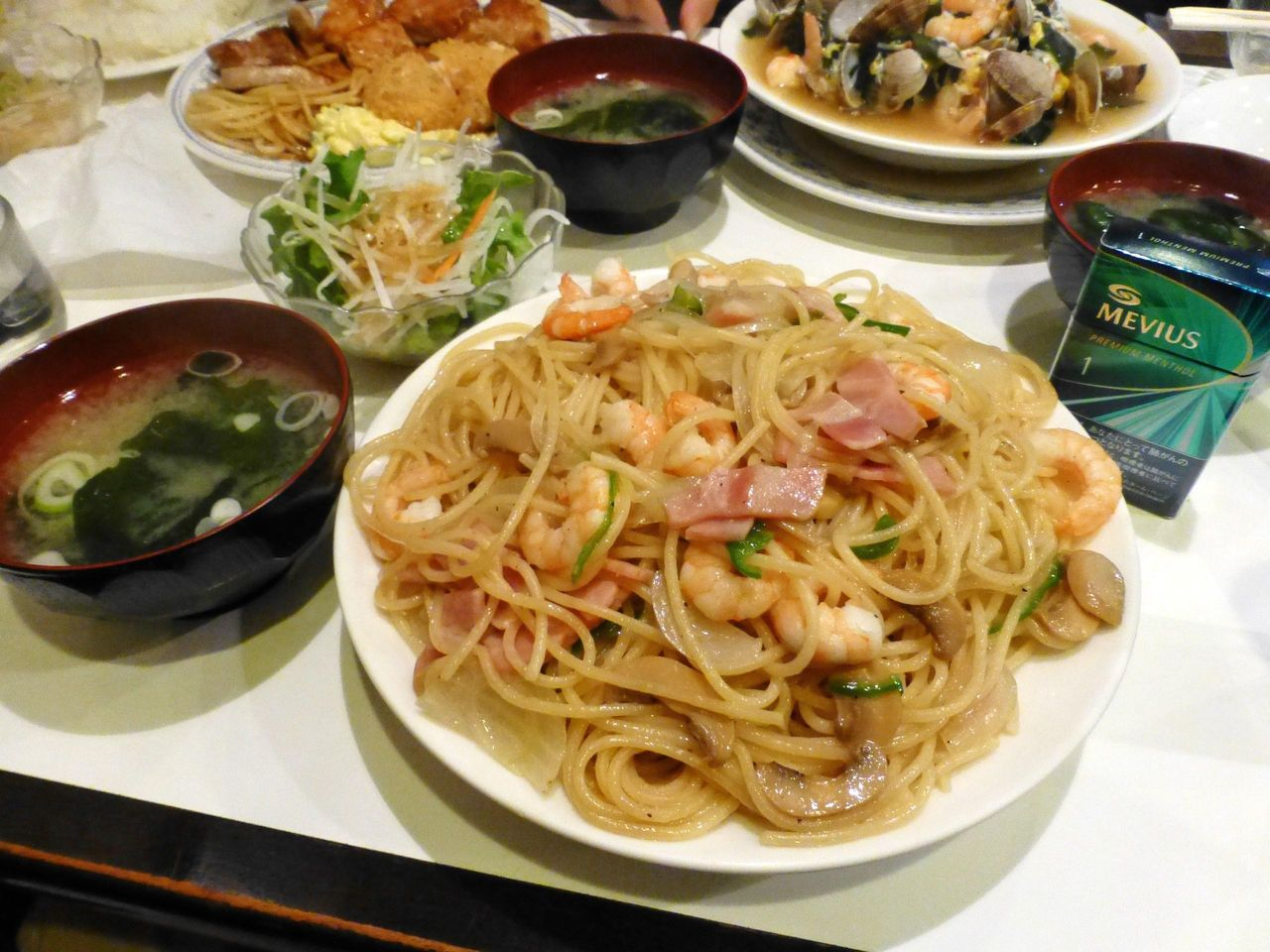 塩スパ大盛780円は、サラダ、みそ汁も付いて、ボリューム満点!