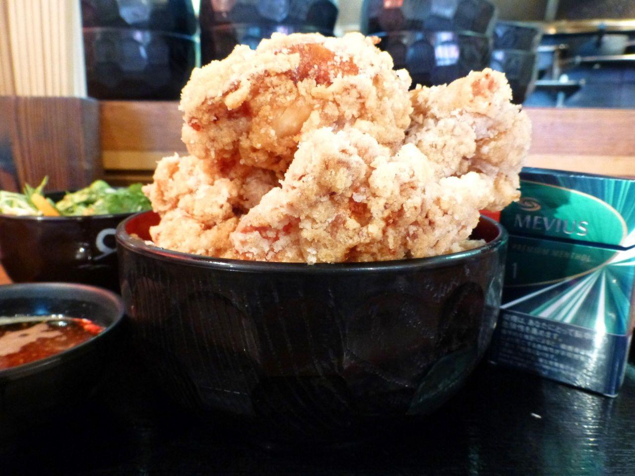 立川の「ひなたかなた」で、デカ盛り唐揚げマウンテン丼!