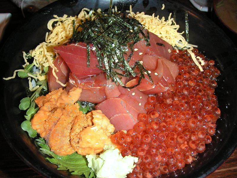 いくら・うに・ぶつ切丼1,450円(カニ味噌汁付)