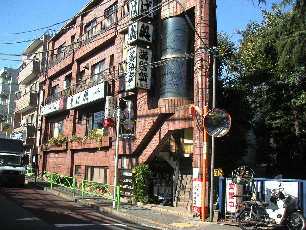 駒場東大前の駅前にあります。
