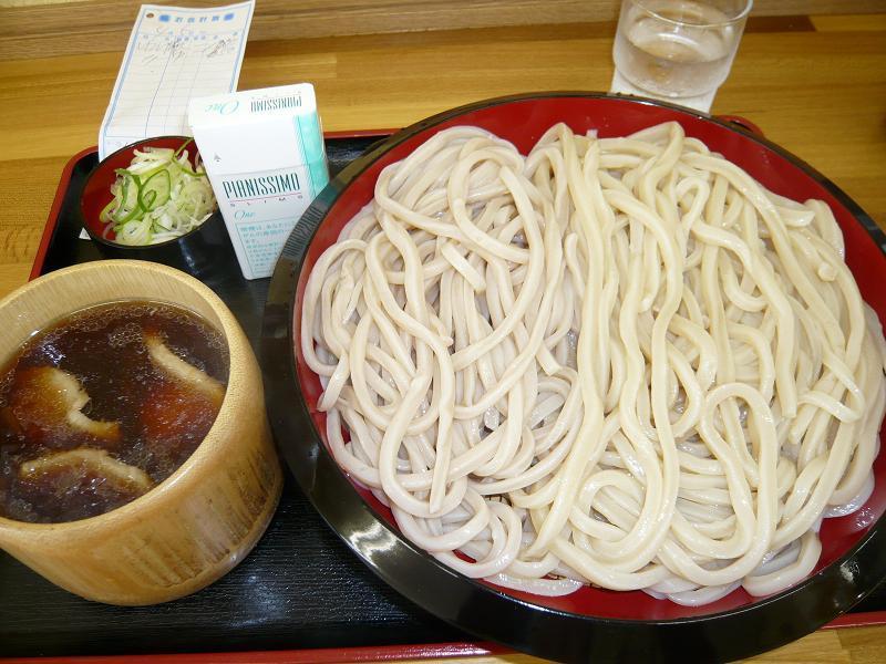武蔵野うどん肉汁特盛1,000円+中盛650円=1,050グラム