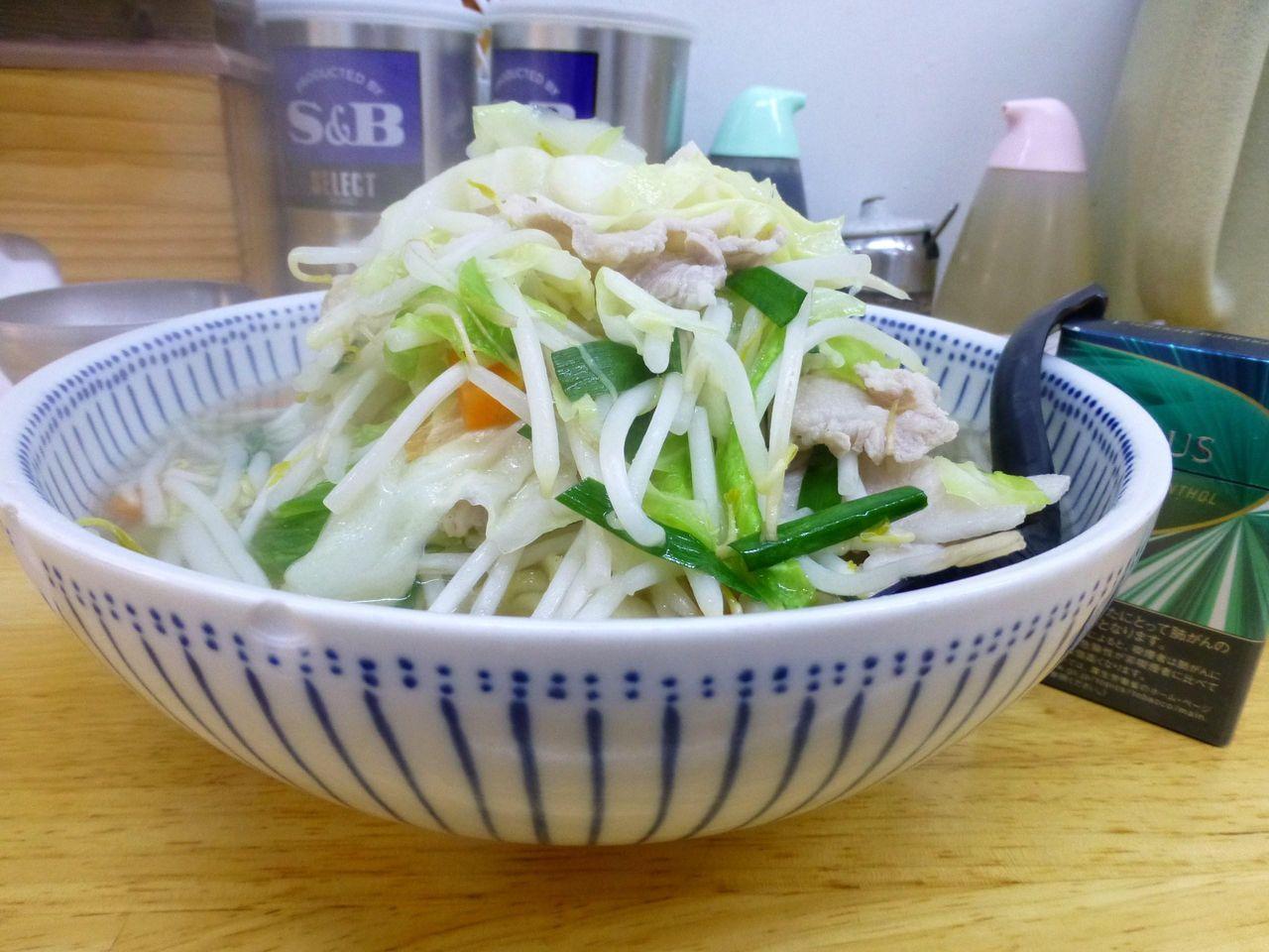 うわ〜デカッ!タンメン大盛800円(野菜大盛無料)