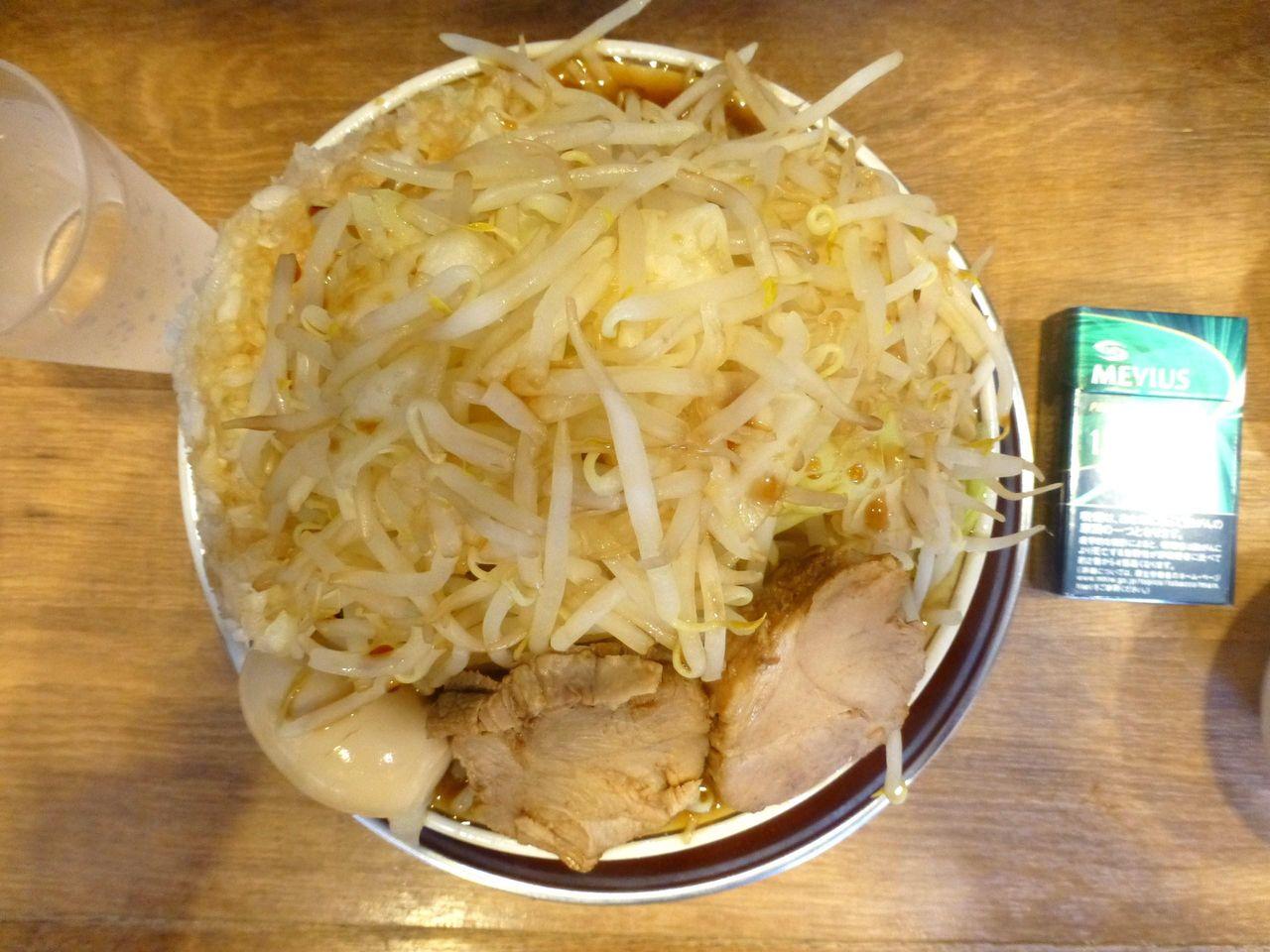 豚ラーメンは、直径20センチの丼を使用!
