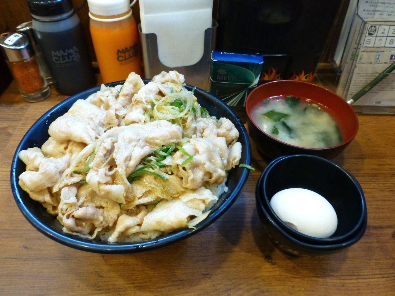 伝説のすた丼屋で、生姜丼(肉飯増し)880円