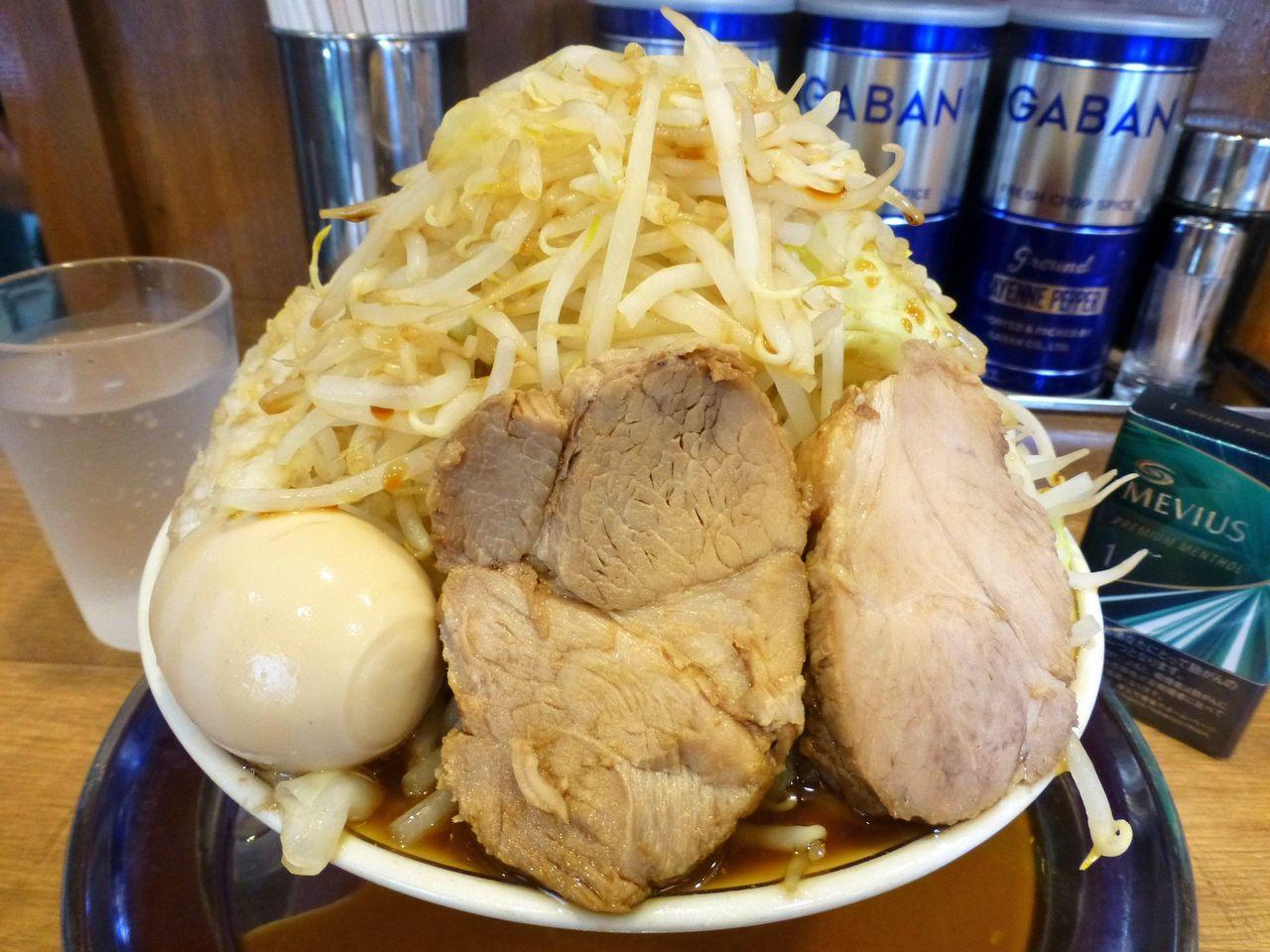 完食しても無料になりません!豚ラーメン(野菜マシマシ)800円!