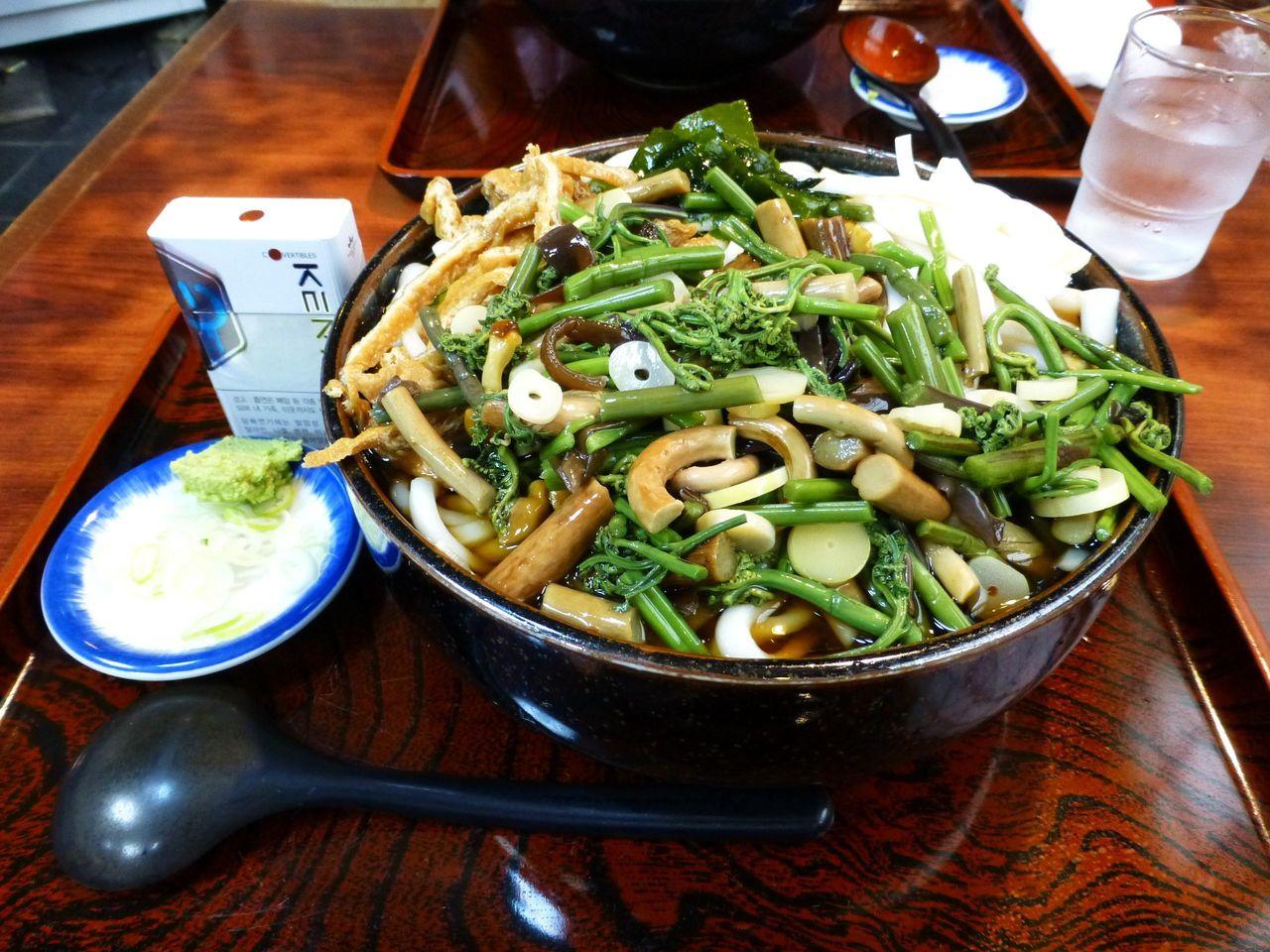 冷し山菜うどん特盛1,050円