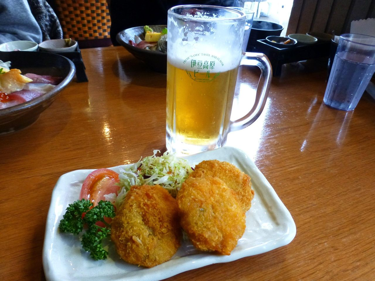 地ビール(大室)626円、なめろうフライ380円