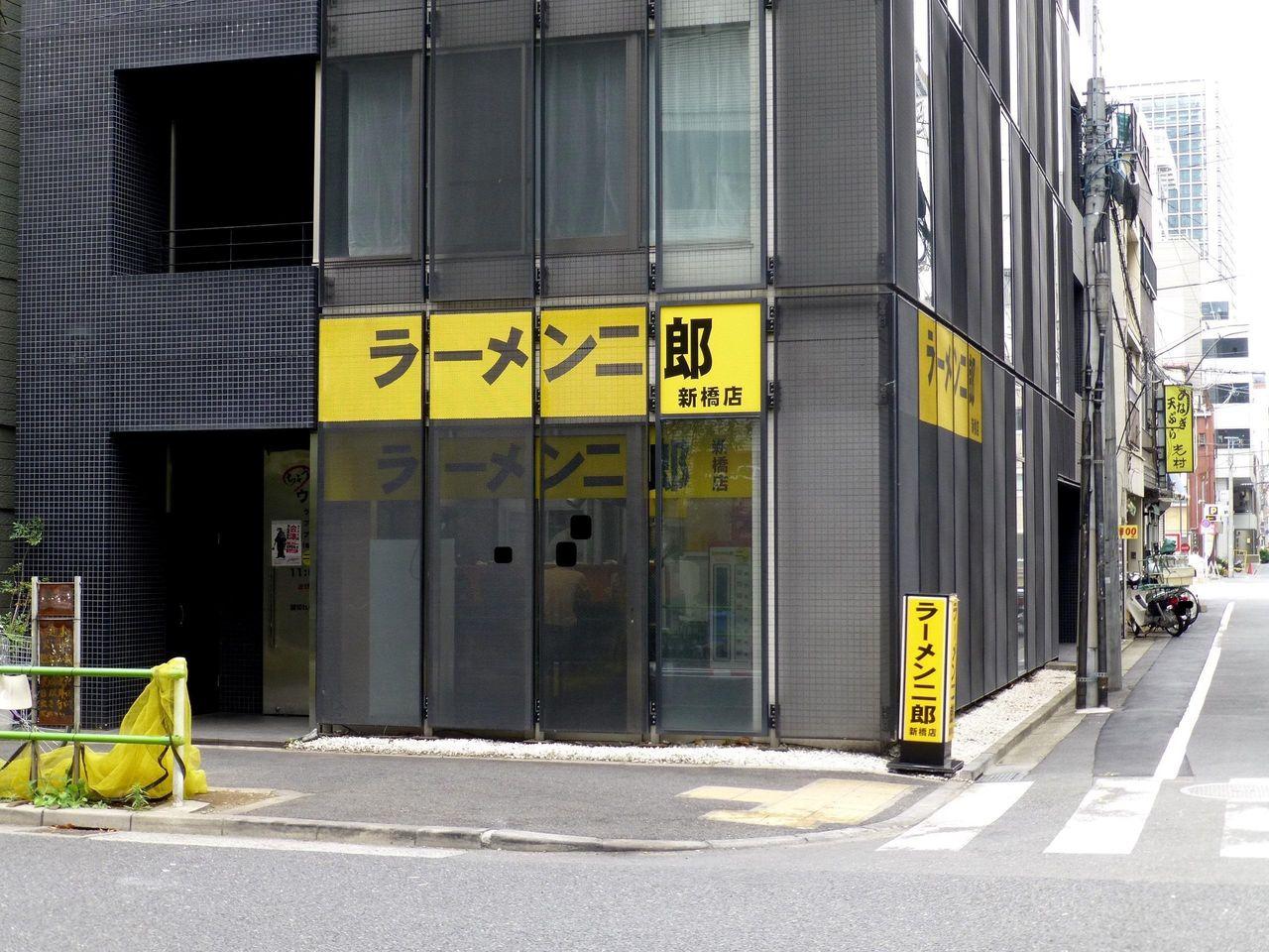 ラーメン二郎新橋店は、あまり行列しない超穴場です!