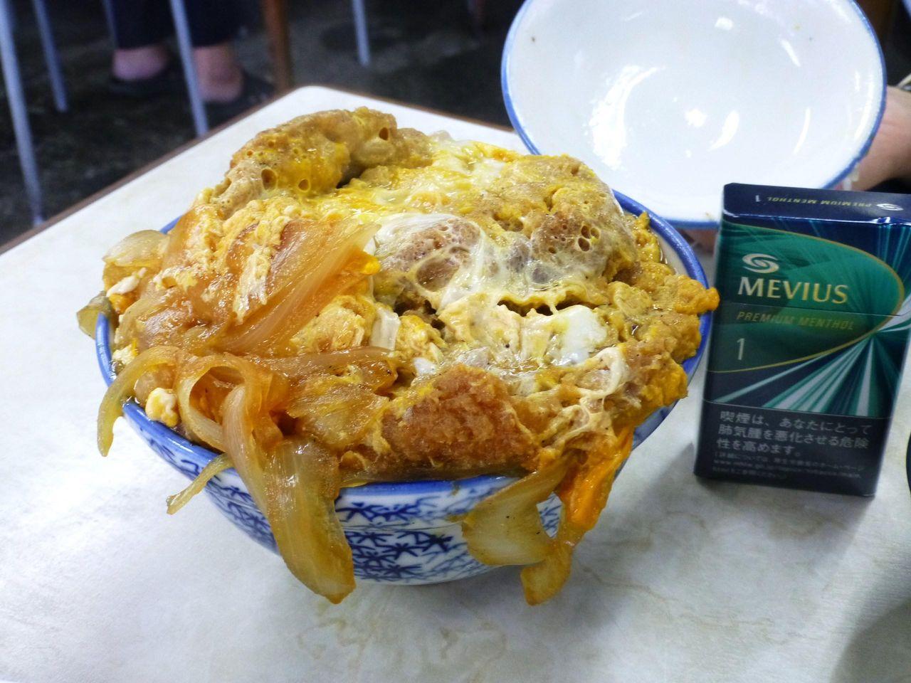 やよい食堂のかつ丼(普通盛り)610円